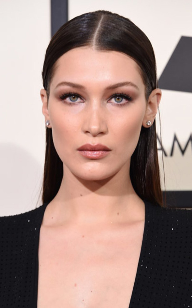 what-to-wear-oval-face-shape-style-haircut-sunglasses-hat-earrings-jewelry-bellahadid-black-eyeshadow.jpg