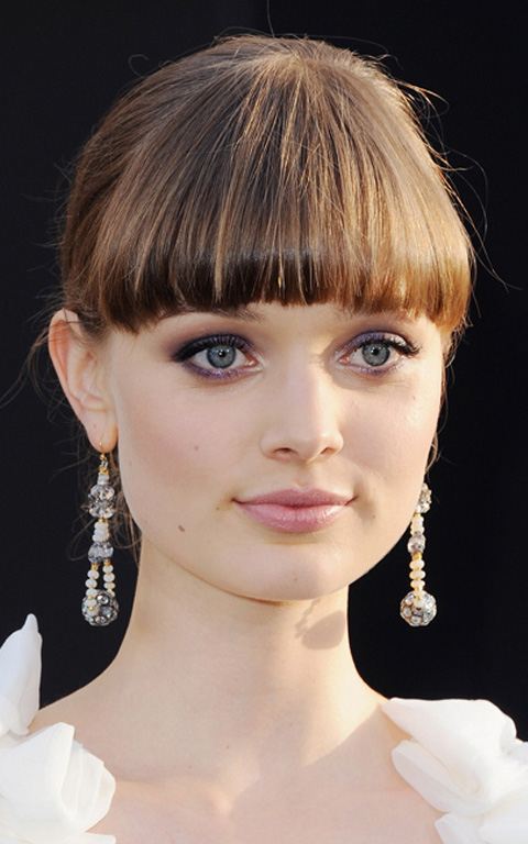 what-to-wear-square-face-shape-style-haircut-sunglasses-hat-earrings-jewelry-bellaheathcote-updo-bangs.jpeg
