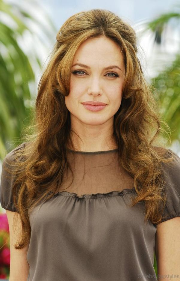 hair-makeup-angelinajolie-brun-bangs-clipback-wavy-long.jpg