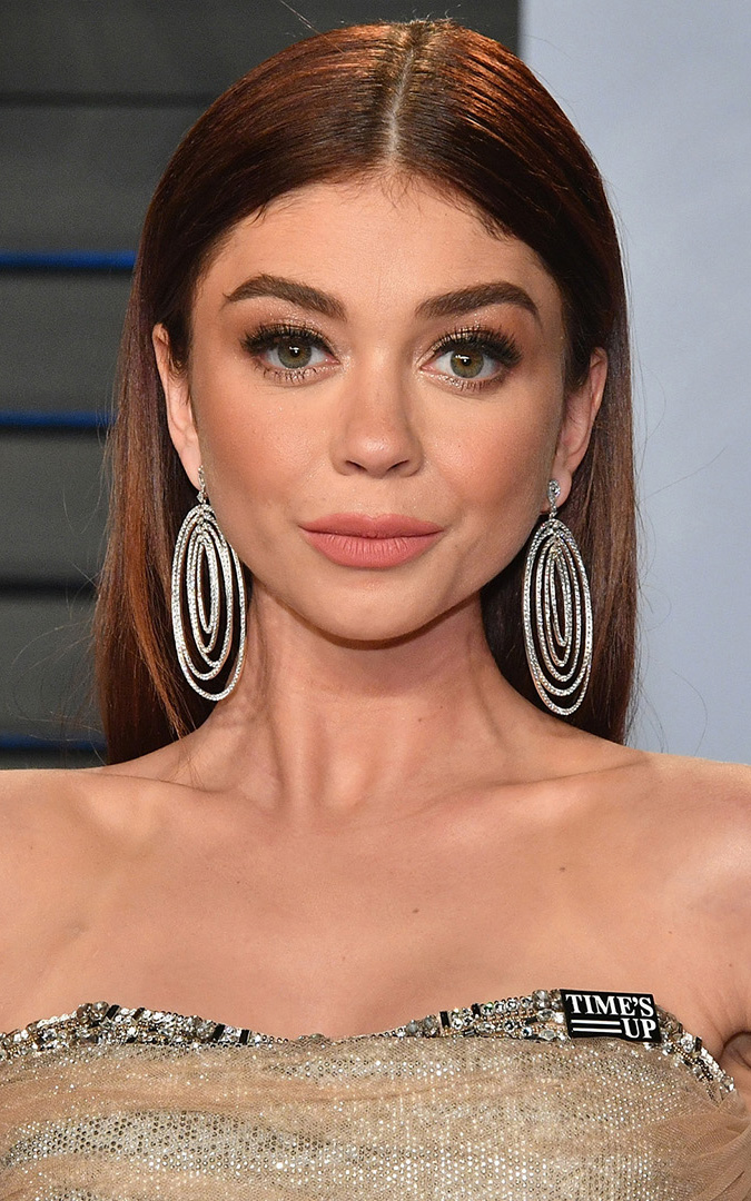 what-to-wear-round-face-shape-style-haircut-sunglasses-hat-earrings-jewelry-sarahhyland-middlepart.jpg