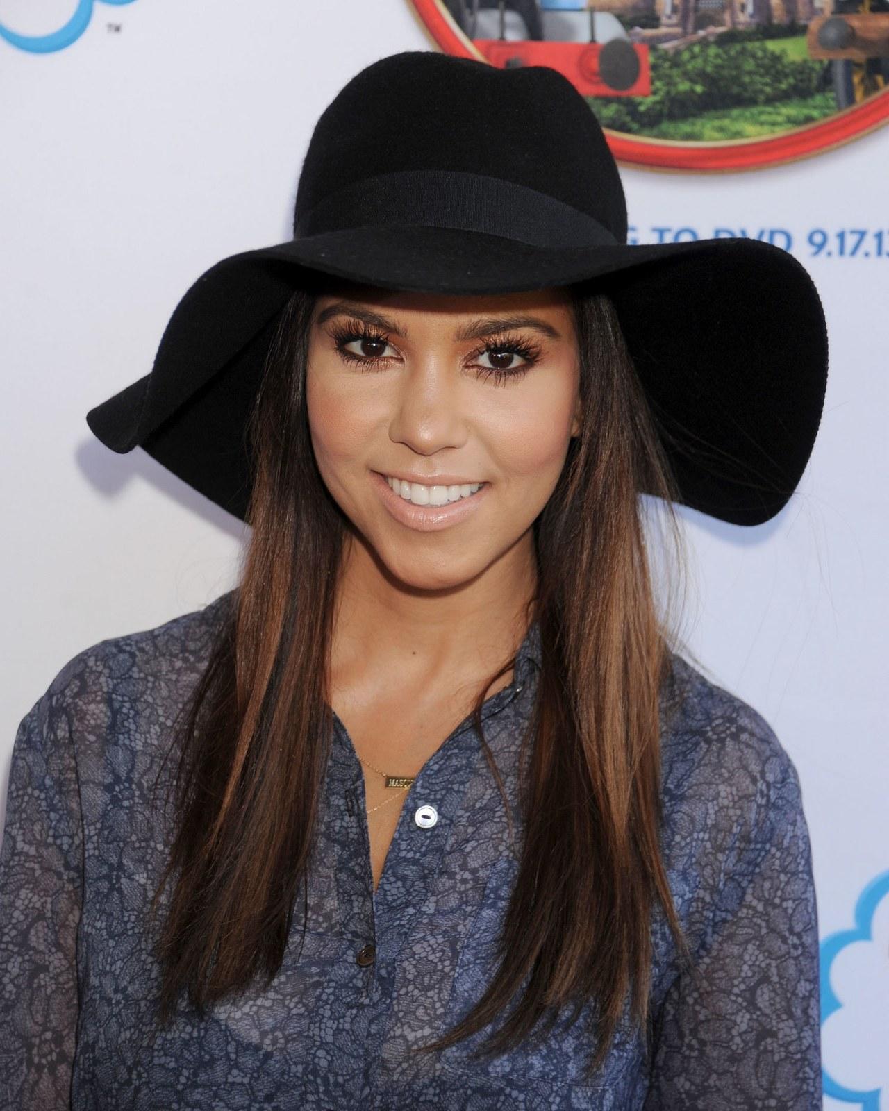 what-to-wear-heart-face-shape-style-haircut-sunglasses-hat-earrings-jewelry-kourtneykardashian-hat.jpg
