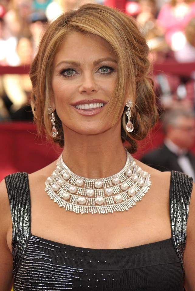 what-to-wear-pear-face-shape-style-haircut-sunglasses-hat-earrings-jewelry-kathyireland-necklace-updo.jpg