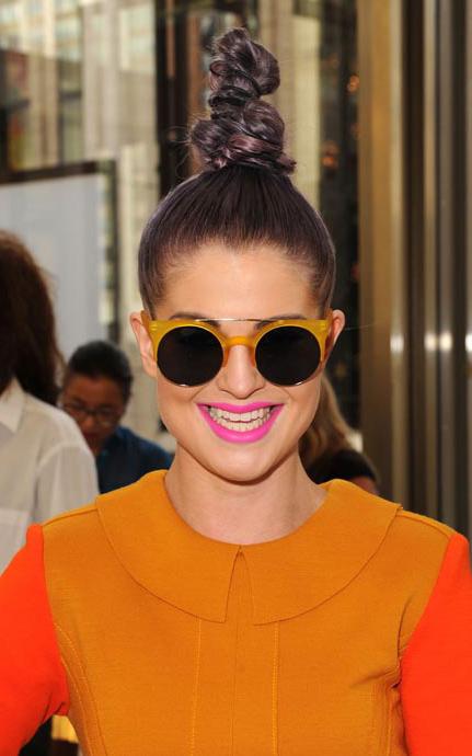 what-to-wear-pear-face-shape-style-haircut-sunglasses-hat-earrings-jewelry-kellyosbourne-bun-twisted.jpg