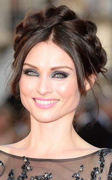 what-to-wear-pear-face-shape-style-haircut-sunglasses-hat-earrings-jewelry-sophieellisbextor-braid-milkmaid-eyeliner.jpg