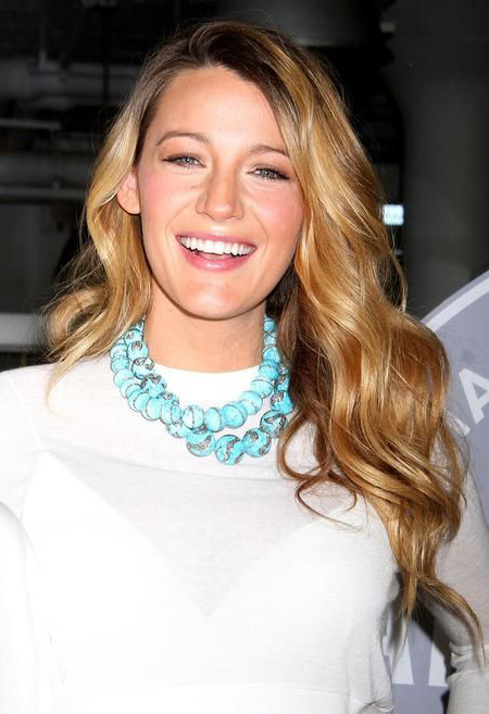 what-to-wear-oblong-face-shape-style-haircut-sunglasses-hat-earrings-jewelry-blakelively-turquoise-necklace-chunky-blonde.jpg