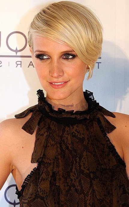 what-to-wear-oblong-face-shape-style-haircut-sunglasses-hat-earrings-jewelry-ashleesimpson-short-crop-sideswept.jpg