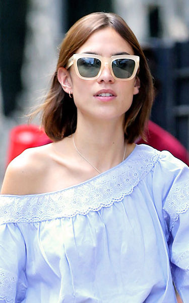 what-to-wear-oblong-face-shape-style-haircut-sunglasses-hat-earrings-jewelry-alexachung-summer-offshoulder.jpg
