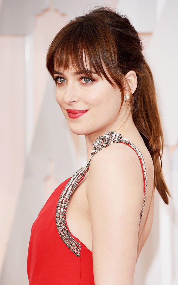 what-to-wear-oblong-face-shape-style-haircut-sunglasses-hat-earrings-jewelry-dakotajohnson-bangs-ponytail-red-dress.jpg