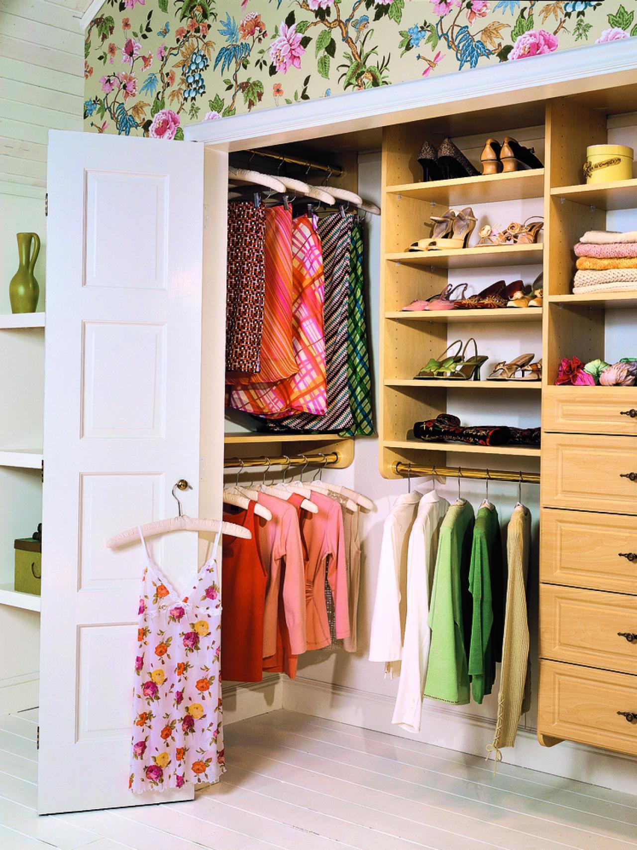 how-to-organize-your-clothes-wardrobe-storage-shelves-handbags-shoes-folded-california-closets.jpeg