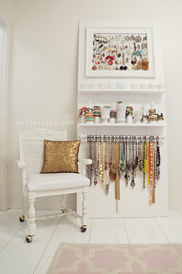 pretty-display-how-to-organize-jewelry-closet-wardrobe-earrings-rings-necklaces-storage-hang-up-arrangement-dressing-room.jpg