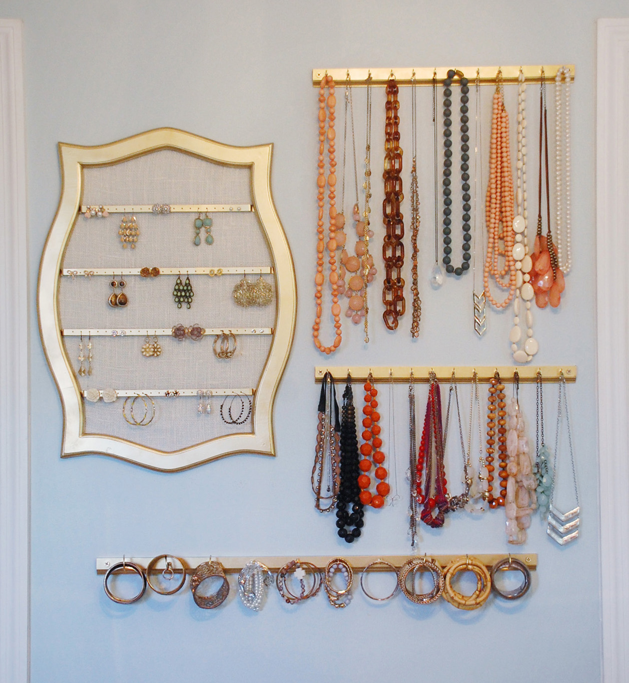 wall-display-how-to-organize-jewelry-closet-wardrobe-earrings-rings-necklaces-storage-hang-up-arrange.jpg