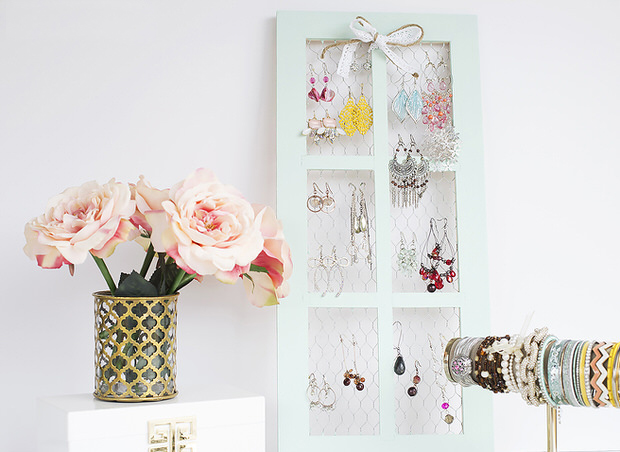 dresser-top-how-to-organize-jewelry-closet-wardrobe-earrings-rings-necklaces-storage-holder-diy.jpg