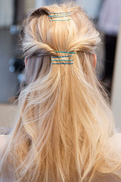 how-to-style-hair-accessories-bobby-pin-hairstyles-ways-to-wear-color-blue-layer-pretty-cute.jpg