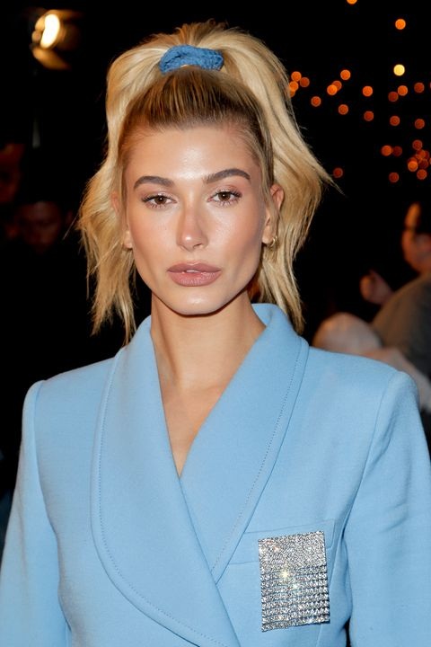 how-to-style-hair-accessories-scrunchies-hairstyles-ways-to-wear-ponytail-blue-haileybaldwin.jpg