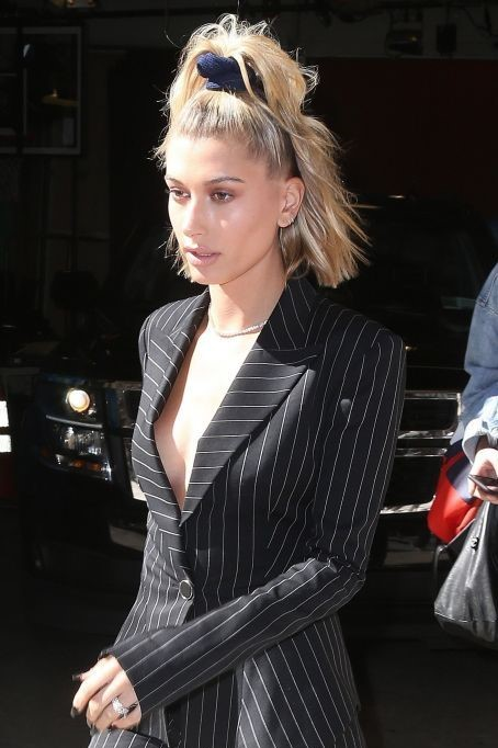 how-to-style-hair-accessories-scrunchies-hairstyles-ways-to-wear-haileybaldwin-ponytail-lob.jpg