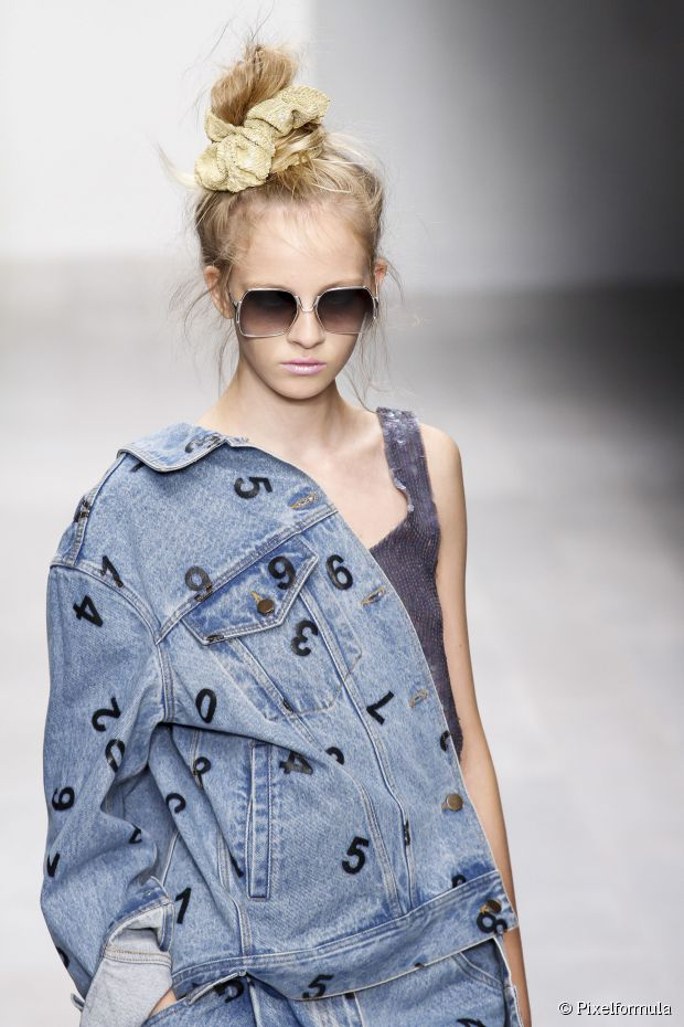 how-to-style-hair-accessories-scrunchies-hairstyles-ways-to-wear-ponytail-blonde-high-bun-messy.jpg