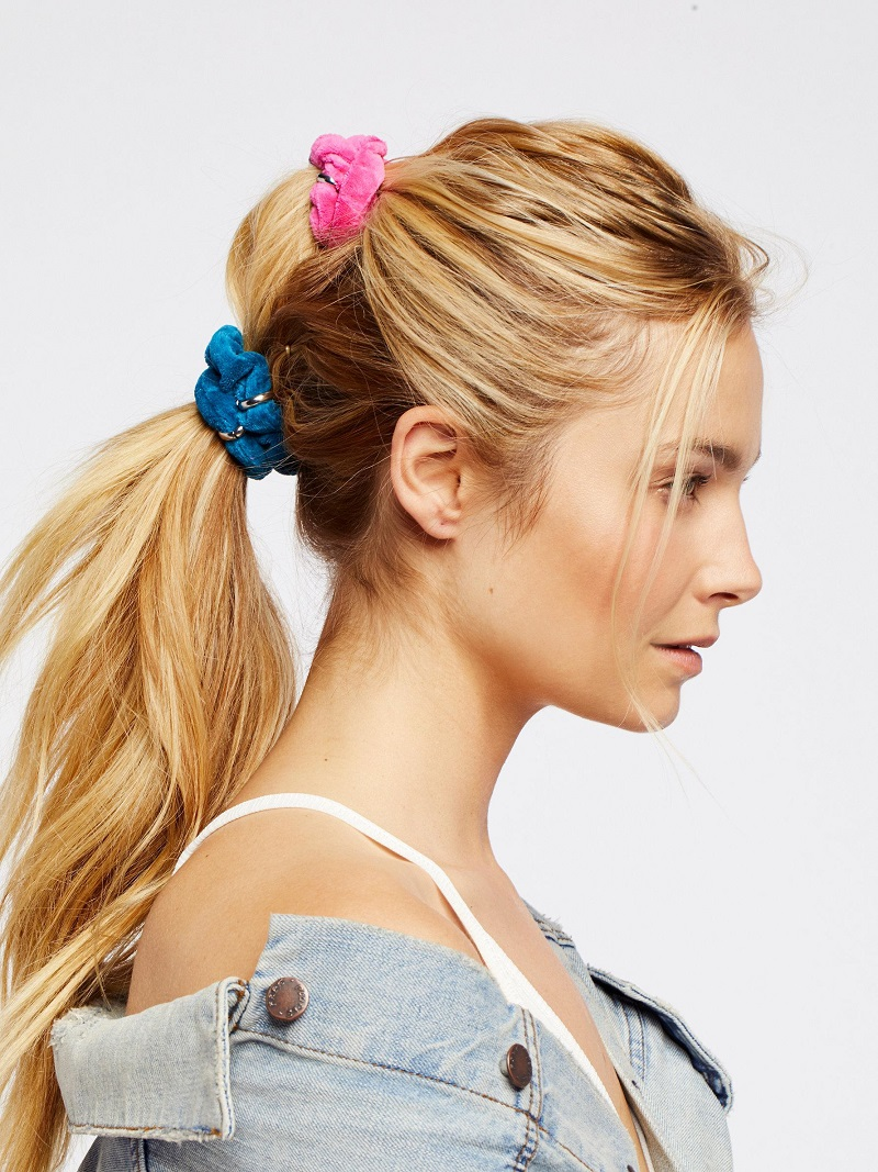 how-to-style-hair-accessories-scrunchies-hairstyles-ways-to-wear-ponytail-pink-blue.jpeg