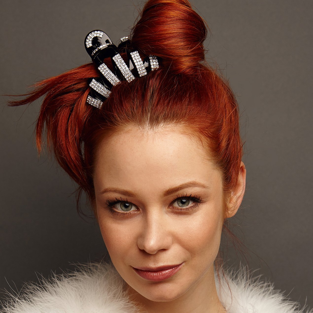 how-to-style-hair-accessories-claw-clips-butterfly-banana-mini-black-elegant.jpg