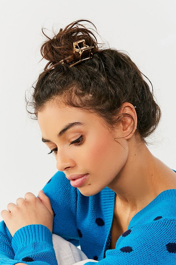 how-to-style-hair-accessories-claw-clips-butterfly-banana-mini-bun-topknot-messy.jpg