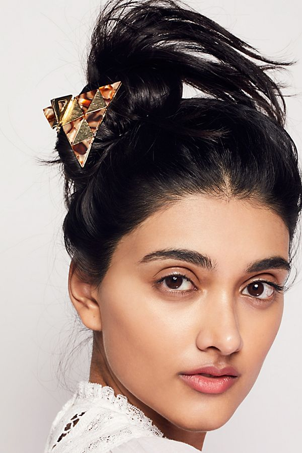 how-to-style-hair-accessories-claw-clips-butterfly-banana-mini-messy-bun-easy-everyday.jpg