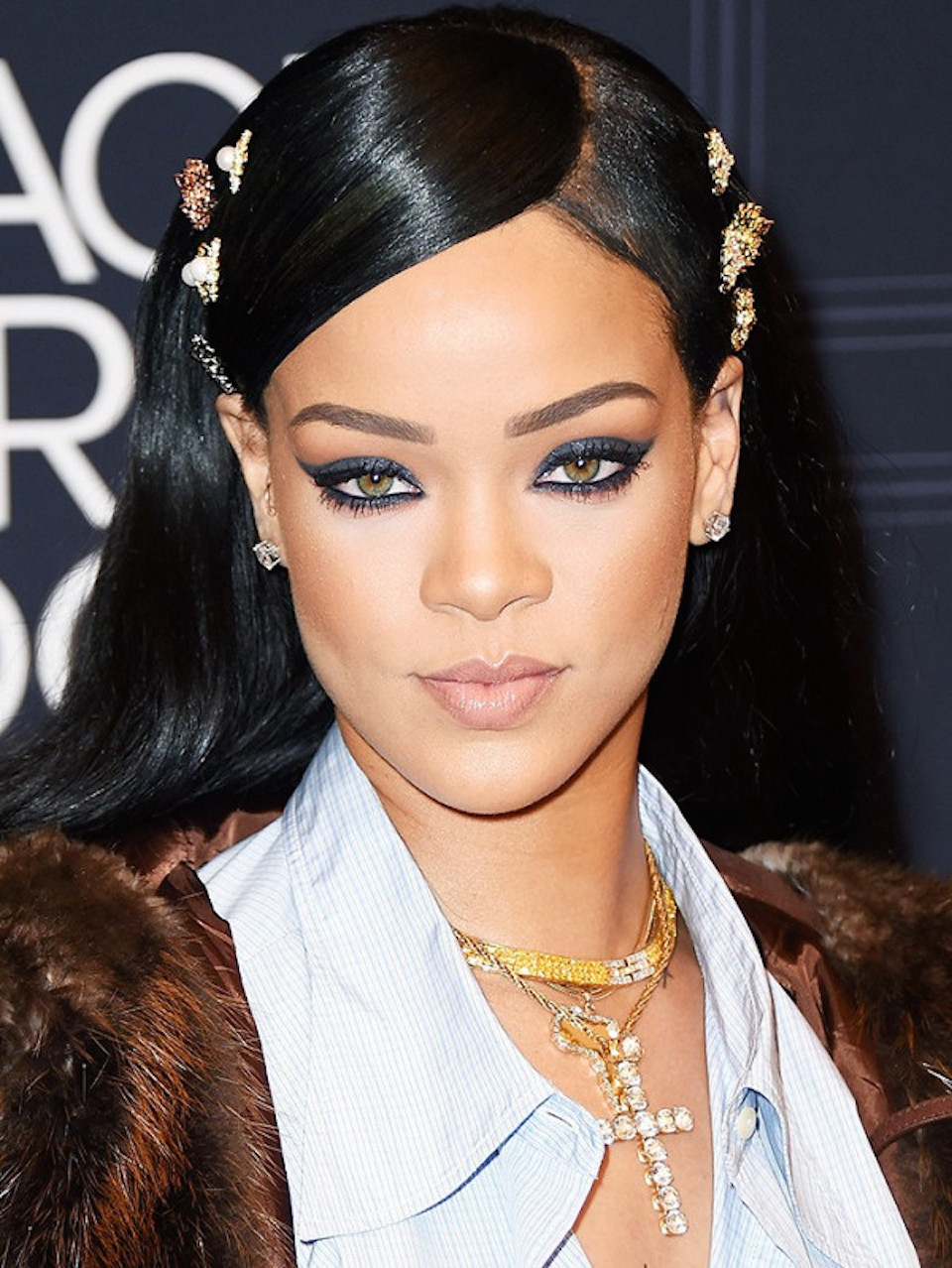 both-side-how-to-style-hair-accessories-clip-barrettes-brooch-collection-rihanna-trend.jpg
