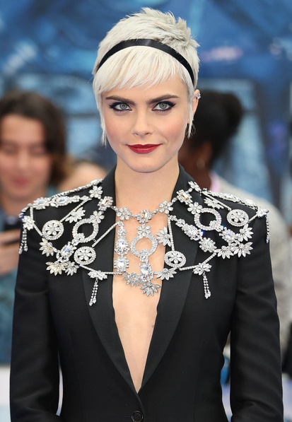 skinny-how-to-style-hair-accessories-headbands-hairstyles-ways-to-wear-caradelevingne-pixie-crop-black.jpg