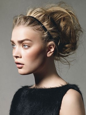 skinny-how-to-style-hair-accessories-headbands-hairstyles-ways-to-wear-thin-black-blonde-updo-messy.jpg