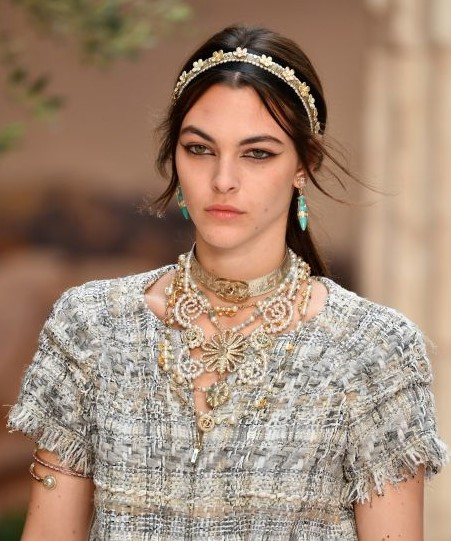 skinny-how-to-style-hair-accessories-headbands-hairstyles-ways-to-wear-thin-ponytail-embellished-tweed-messy.jpg