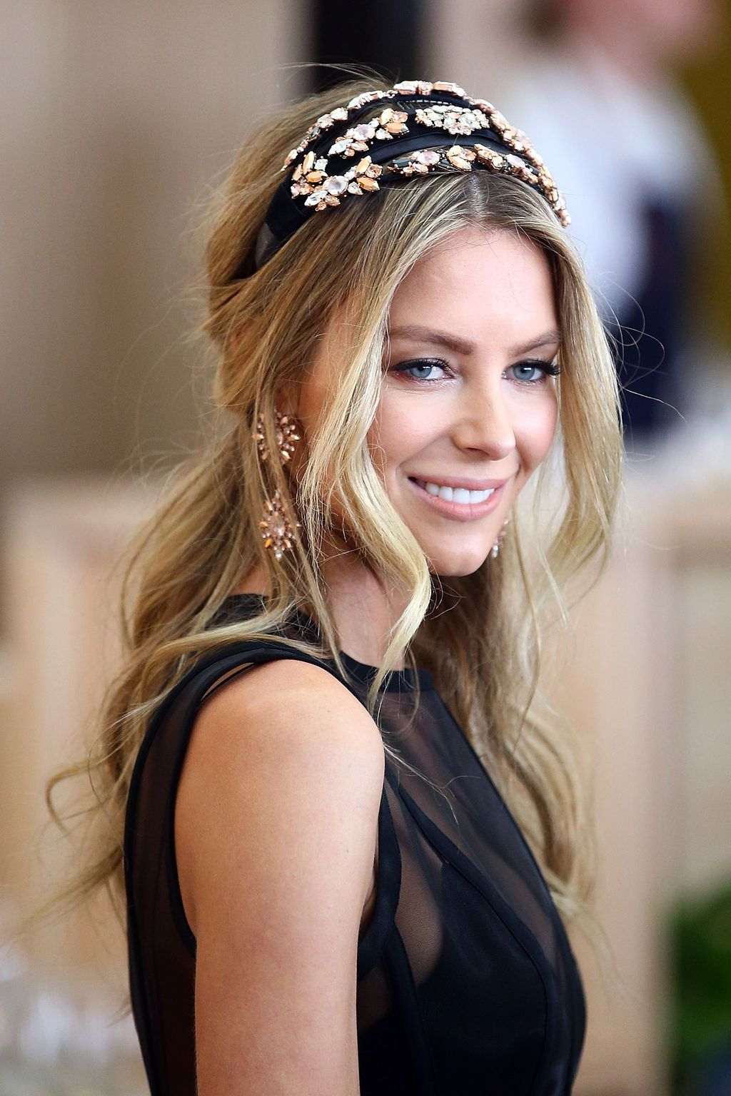 medium-how-to-style-hair-accessories-headbands-hairstyles-ways-to-wear-black-halfup-messy-ornate-dressy.jpg
