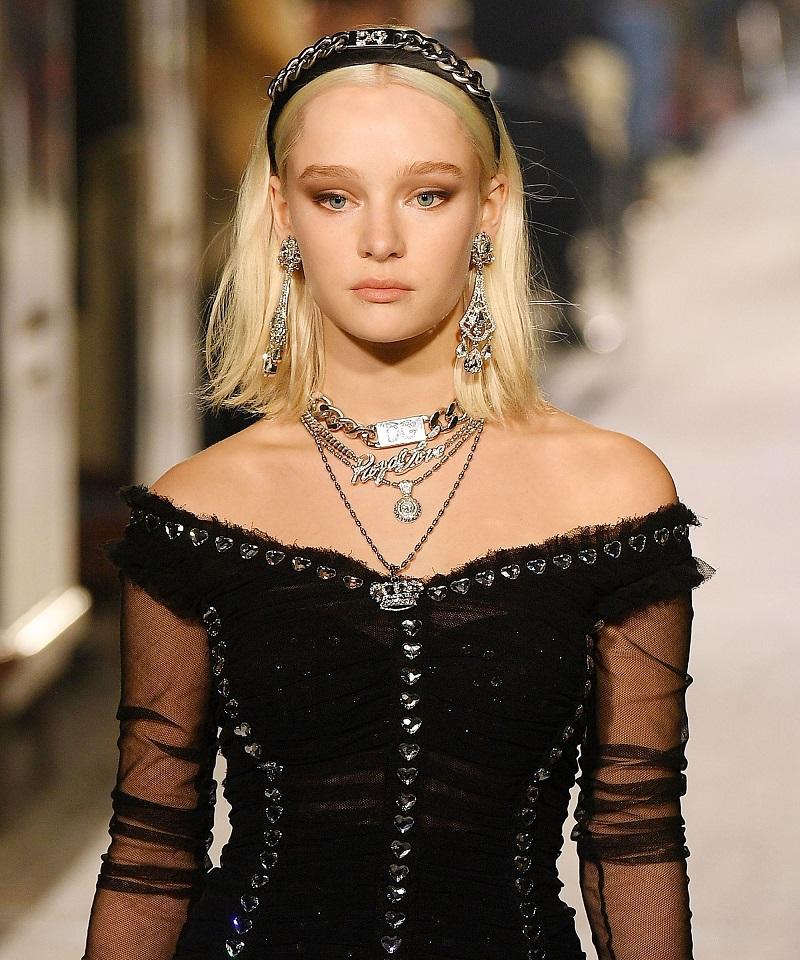 medium-how-to-style-hair-accessories-headbands-hairstyles-ways-to-wear-blonde-lob-runway.jpg