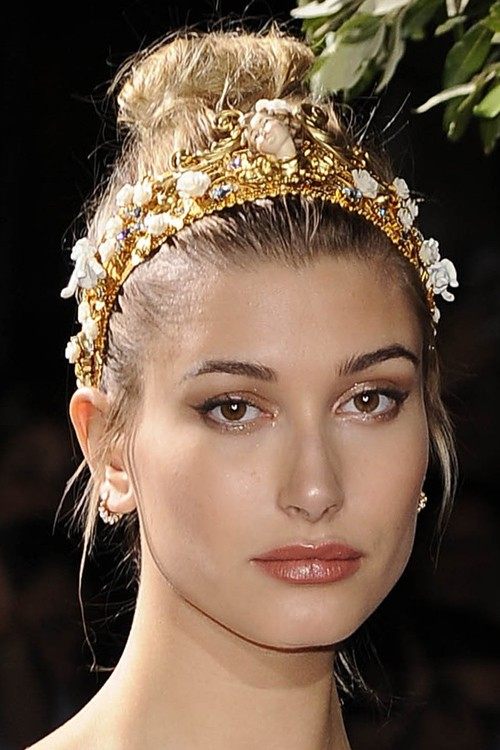 medium-how-to-style-hair-accessories-headbands-hairstyles-ways-to-wear-haileybaldwin-ornate-bun-gold.jpg