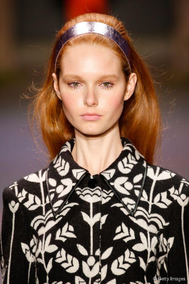 medium-how-to-style-hair-accessories-headbands-hairstyles-ways-to-wear-silver-metallic-redhair.jpg