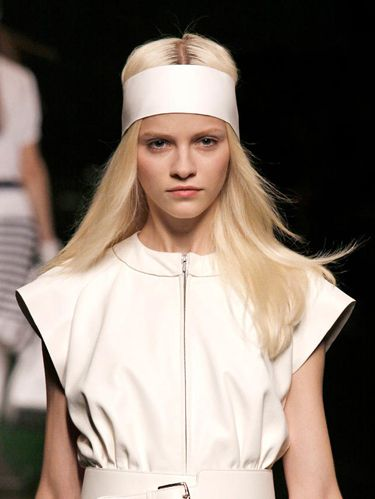 wide-how-to-style-hair-accessories-headbands-hairstyles-ways-to-wear-white-long-blonde-runway.jpg