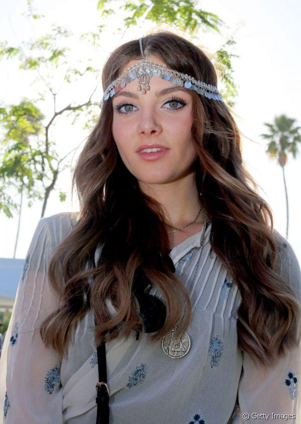 chain-how-to-style-hair-accessories-headbands-hairstyles-ways-to-wear-chain-boho-bohemian-hippie-coachella-jewels.jpg