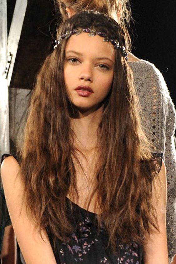 wrap-how-to-style-hair-accessories-headbands-hairstyles-ways-to-wear-messy-boho-waves-with-headband.jpg