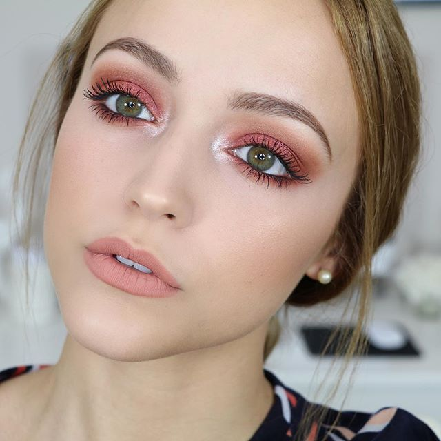 makeup-for-thanksgiving-fall-autumn-warm-colors-nude-lips-pink-eyeshadow-monochromatic.jpg