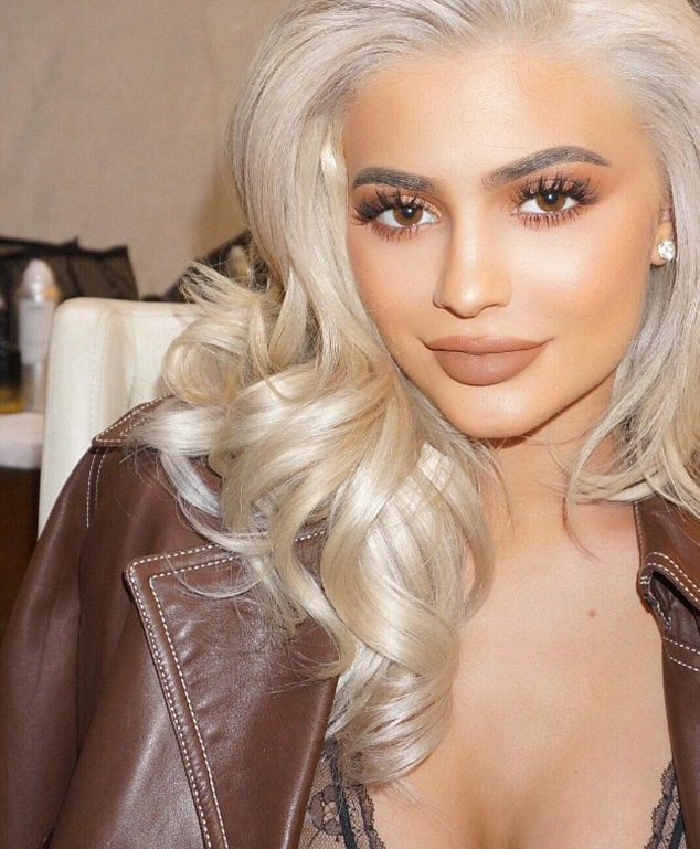 makeup-for-thanksgiving-fall-autumn-warm-colors-platinum-hair-kyliejenner-eyeshadow-brown-lips.jpg