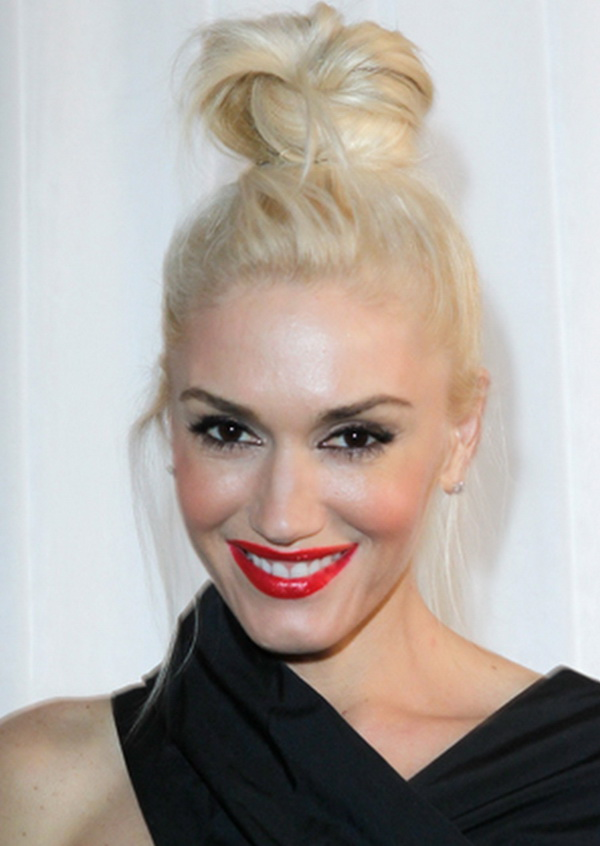 hairstyle-for-thanksgiving-fall-autumn-blonde-topknot-platinum-bun-red-lips.jpg