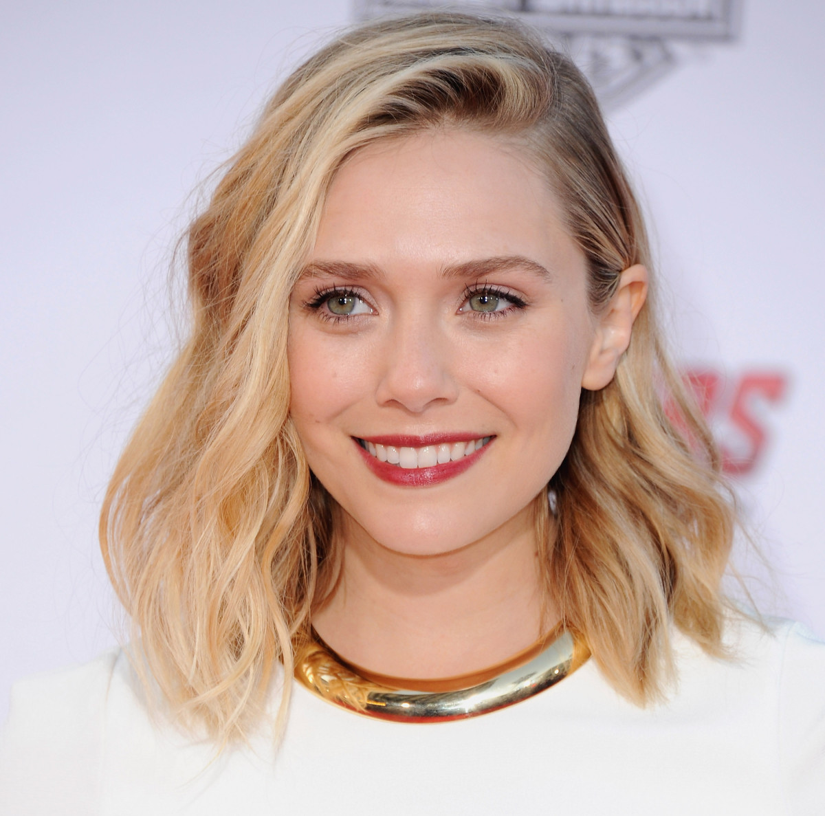 hairstyle-for-thanksgiving-fall-autumn-blonde-lob-deep-side-part.jpg