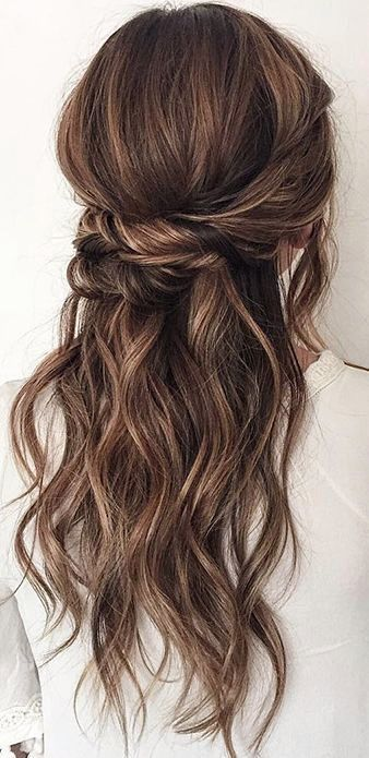 hairstyle-for-thanksgiving-fall-autumn-twist-sides-pin-half-up-wavy.jpg