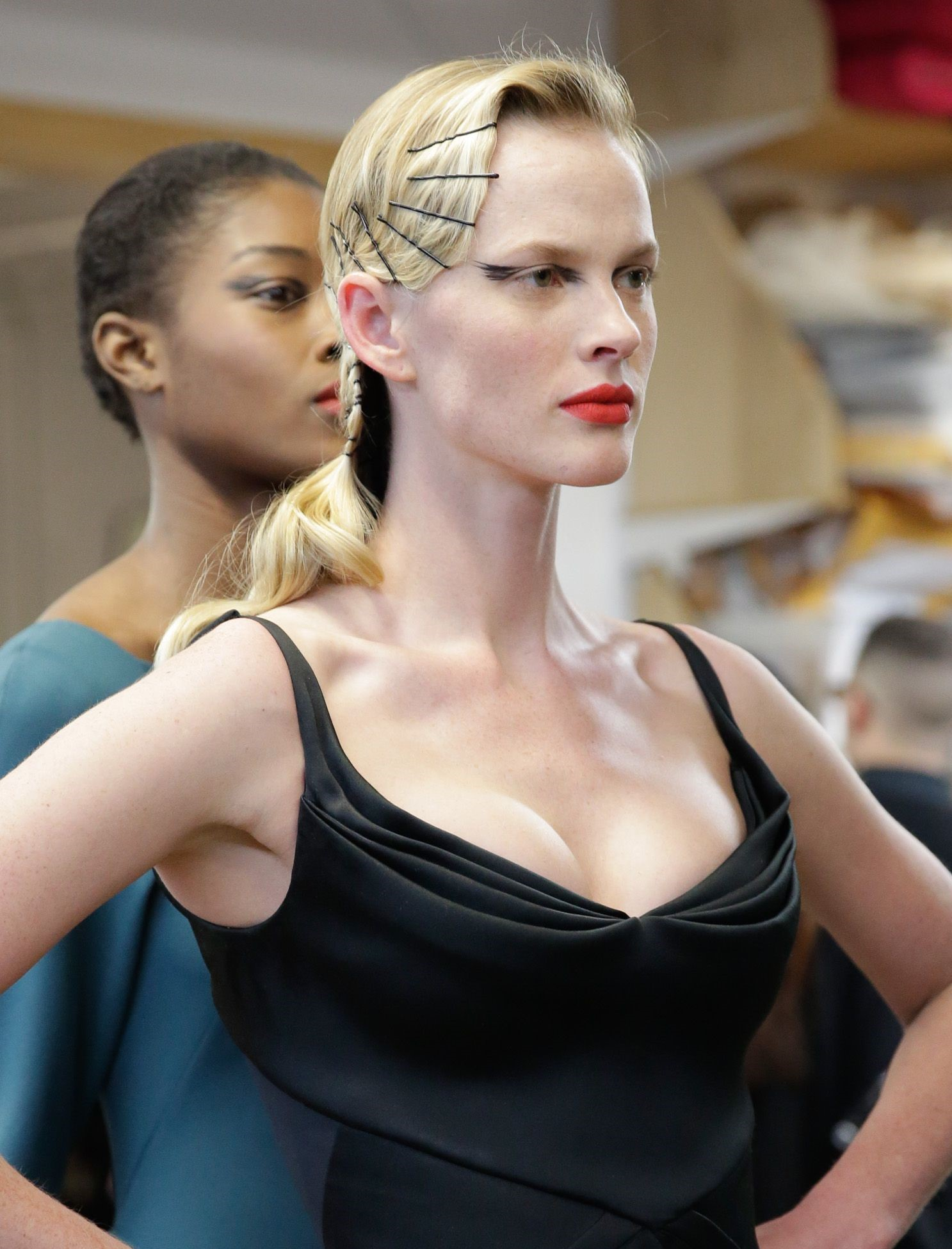 how-to-style-hair-accessories-bobby-pin-hairstyles-ways-to-wear-scattered-black-blonde-elegant-dress-updo.jpg