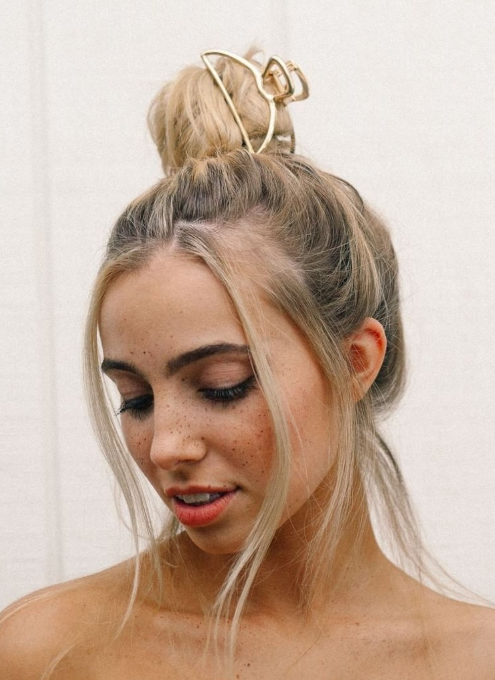 how-to-style-hair-accessories-claw-clips-butterfly-banana-trend-bun-messy-gold.jpg
