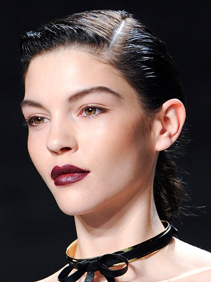 makeup-style-what-to-wear-christmas-day-dinner-holiday-outfits-winter-berry-lipstick.jpg