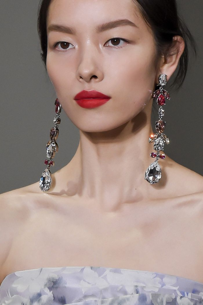 makeup-style-what-to-wear-christmas-day-dinner-holiday-outfits-winter-festive-red-lips-earrings-jewel.jpg