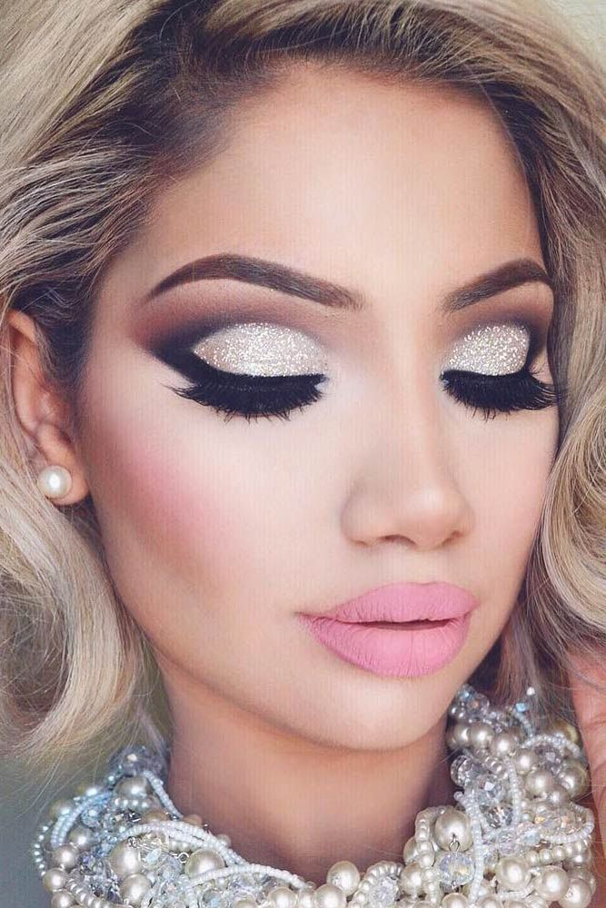 makeup-style-what-to-wear-christmas-day-dinner-holiday-outfits-winter-glitter-pearl-necklace-eyeshadow-cutcrease.jpg