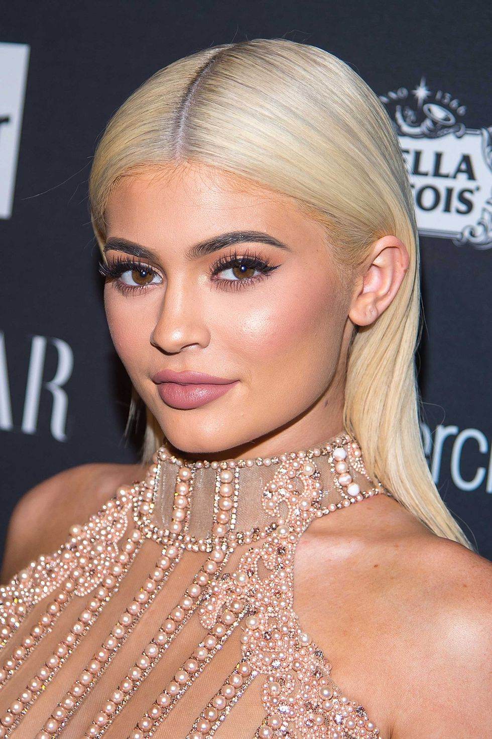 makeup-style-what-to-wear-christmas-day-dinner-holiday-outfits-winter-kyliejenner-pink-makeup-monochromatic-eyeshadow.jpg