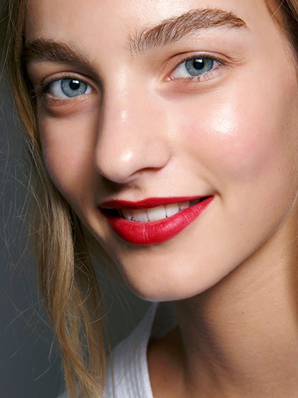 makeup-style-what-to-wear-christmas-day-dinner-holiday-outfits-winter-red-cherry-natural.jpg