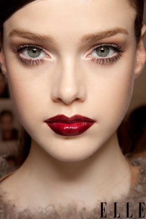makeup-style-what-to-wear-christmas-day-dinner-holiday-outfits-winter-red-lips-eyeshadow.jpg