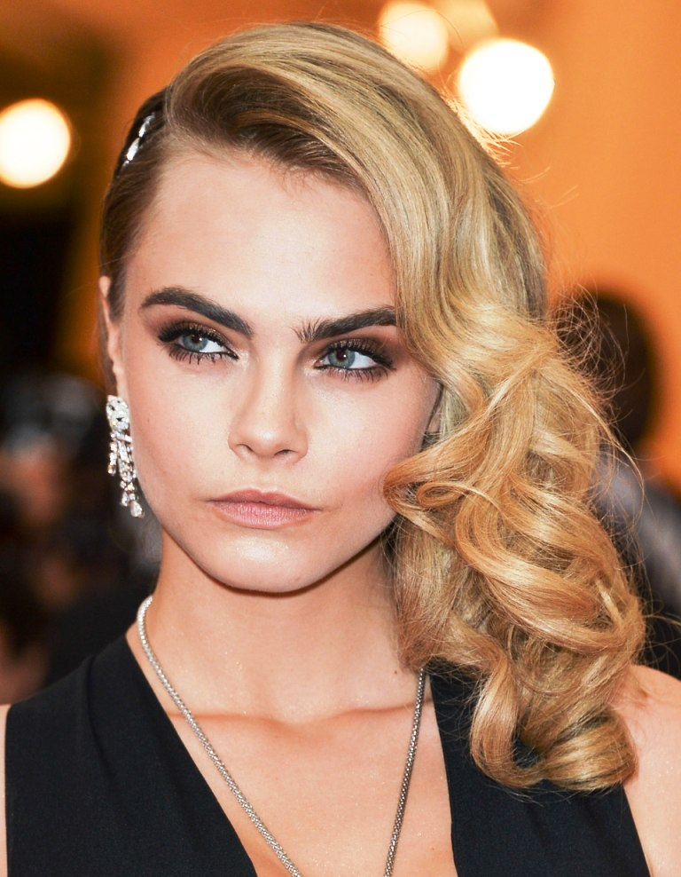 hair-styles-what-to-wear-christmas-day-dinner-holiday-outfits-winter-party-side-part-curly-caradelevigne-brooch.jpg