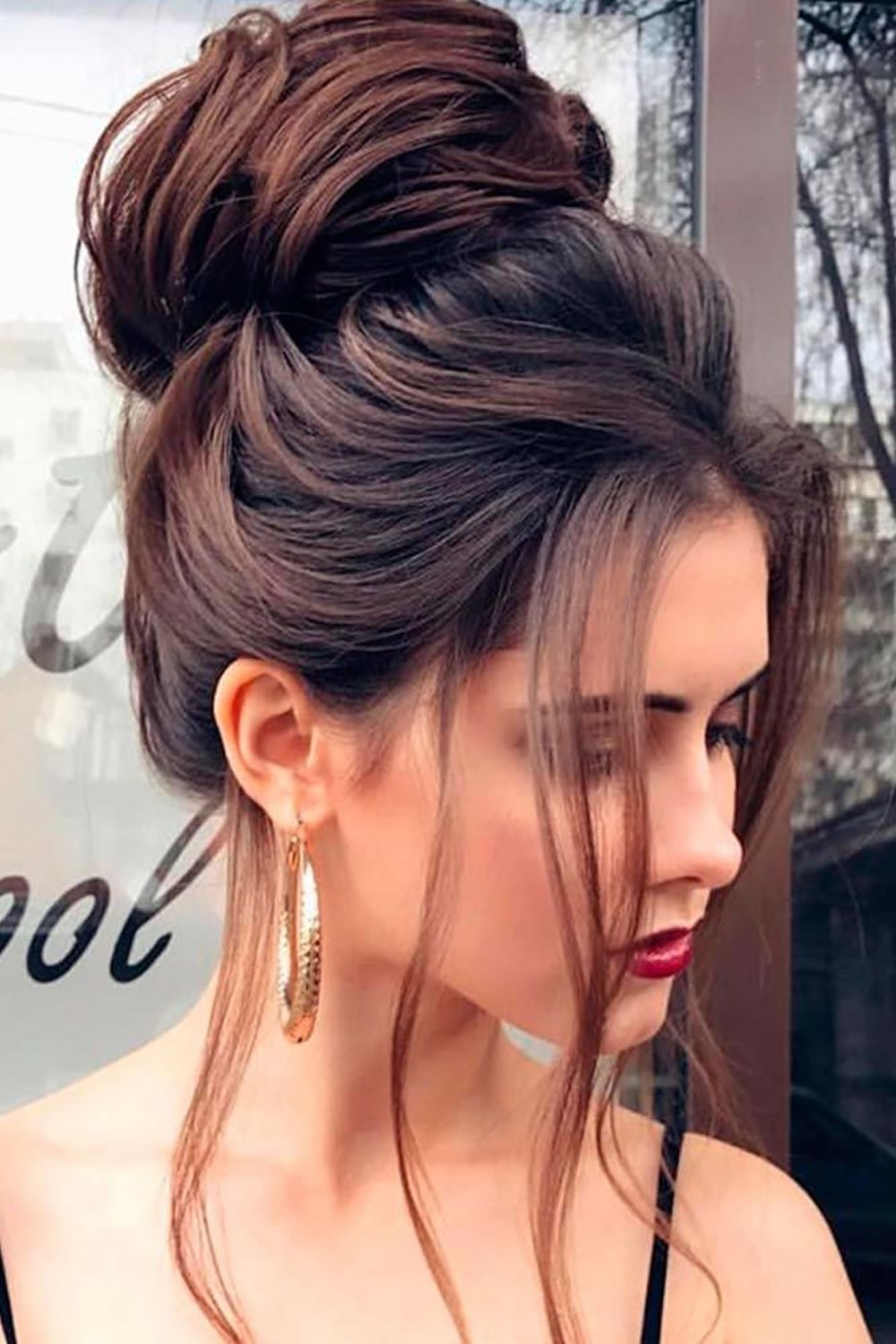 hair-styles-what-to-wear-christmas-day-dinner-holiday-outfits-winter-messy-bun-topknot.jpg